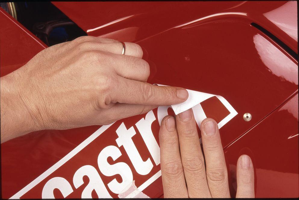 Cómo Eliminar Restos De Adhesivos De La Moto
