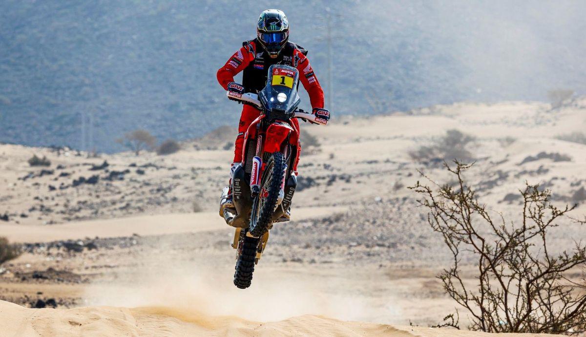 Ricky Brabec comenzó el Dakar 2021 ganando el prólogo con el 1 en la Honda