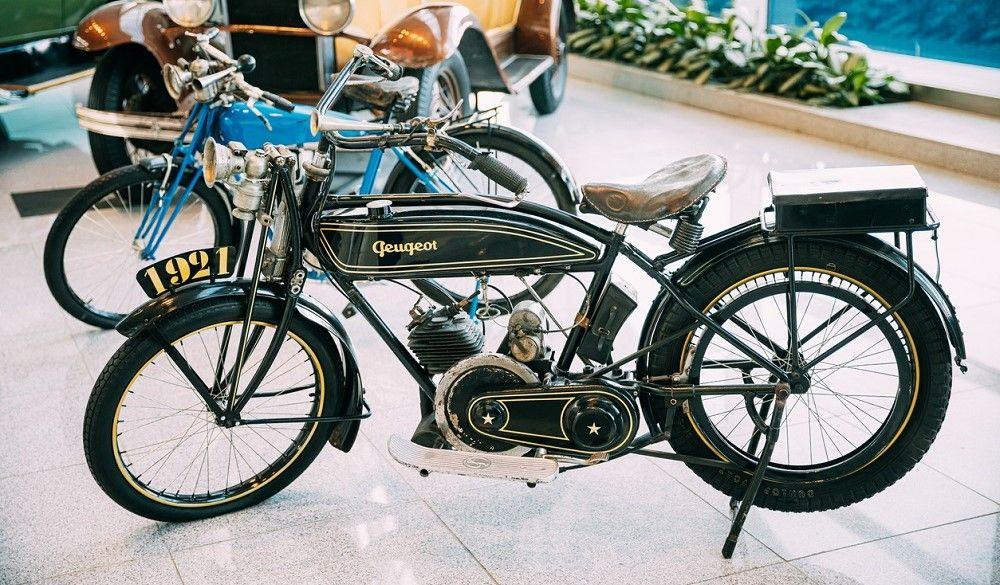 Entre las marcas de motos pioneras, destaca la francesa Peugeot. Fuente: iStock/bruev