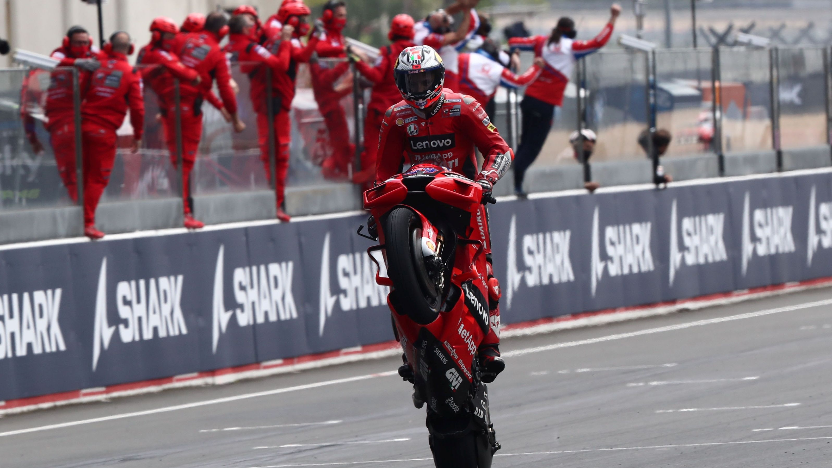 Jack Miller festeja la victoria en Le Mans