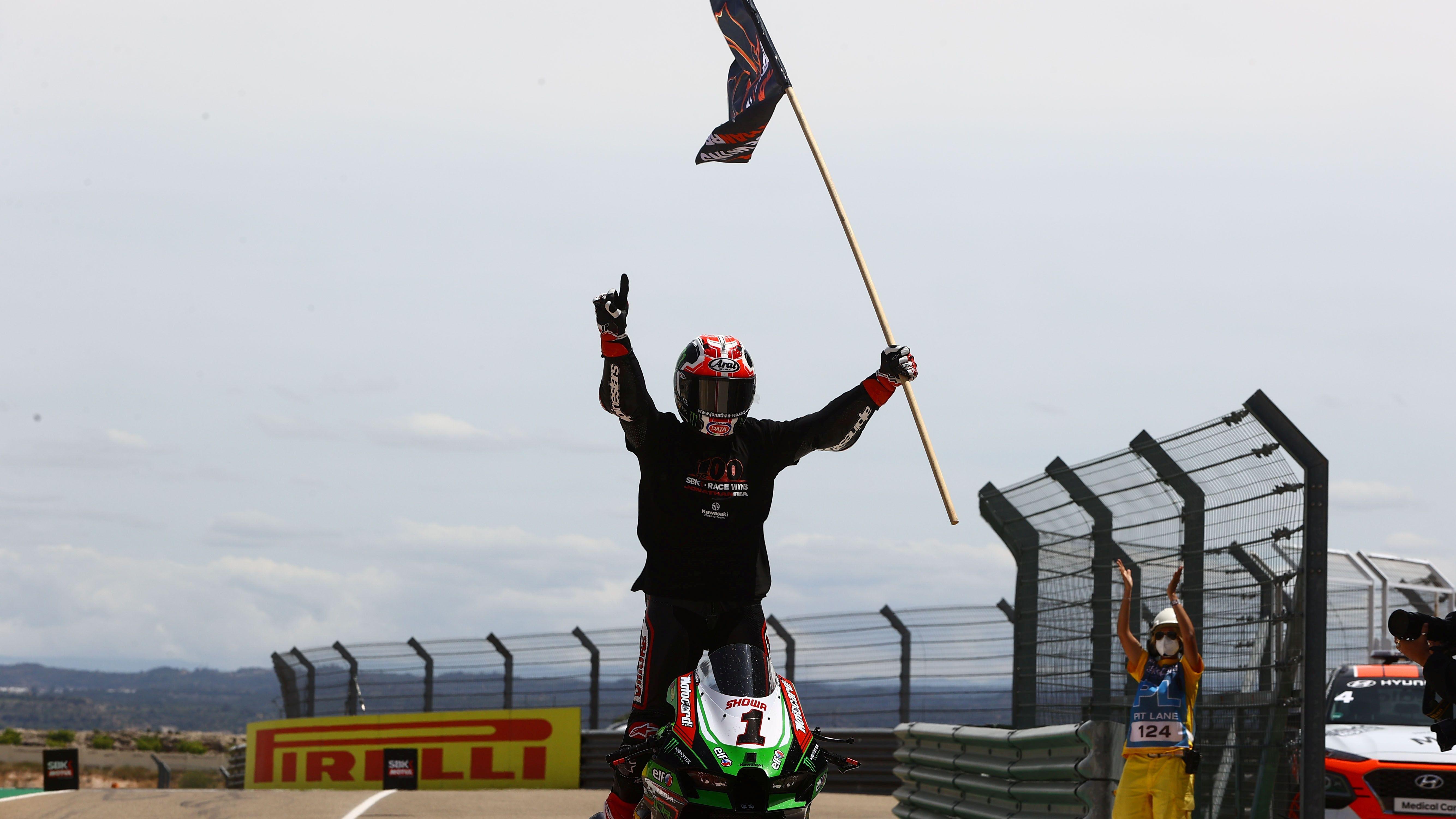 Jonathan Rea festeja en Aragón su victoria número 100 en el Mundial de Superbike