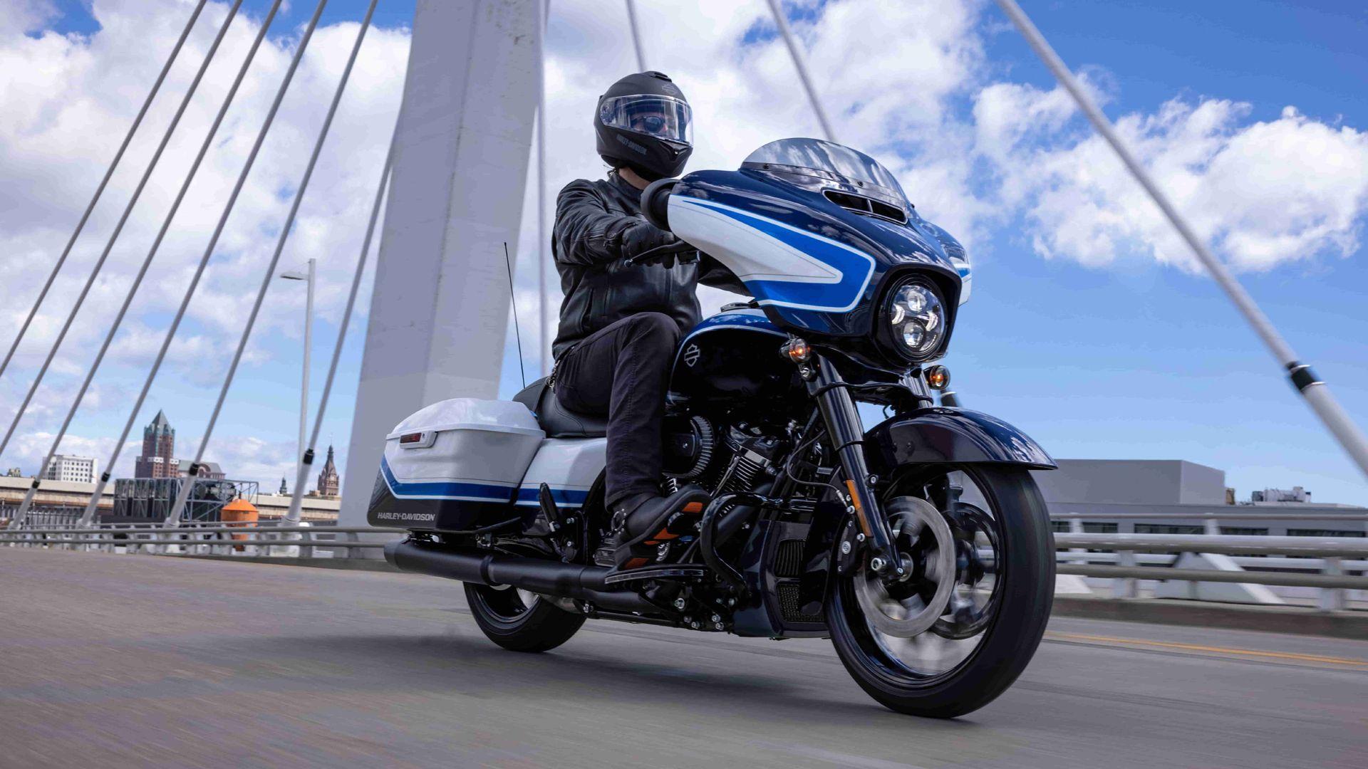 Harley Davidson Street Glide Special Artic Blast 01