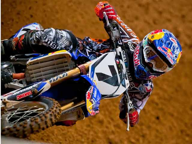 James Stewart aprieta en St. Louis