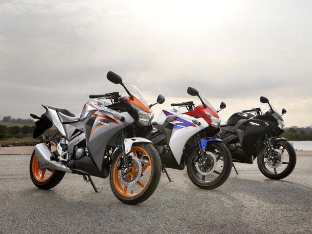 Aprilia Dorsoduro 1200 ABS y Ducati Monster M1100 EVO