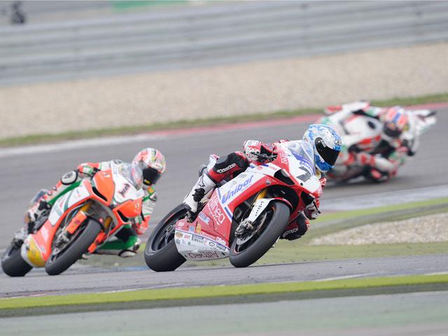 Carlos Checa aumenta su ventaja en el Mundial de Superbike