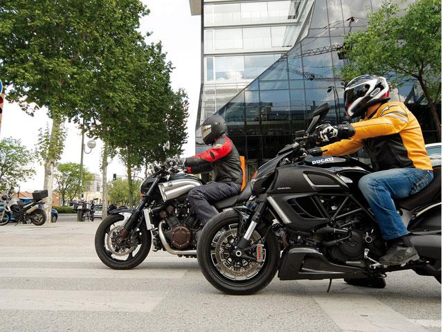Puro músculo: comparativa Ducati Diavel y Yamaha V-MAX