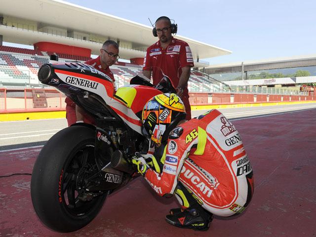 Valentino Rossi prueba con éxito la Ducati GP12