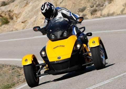 El Can-Am Spyder es un triciclo, pero no un juguete