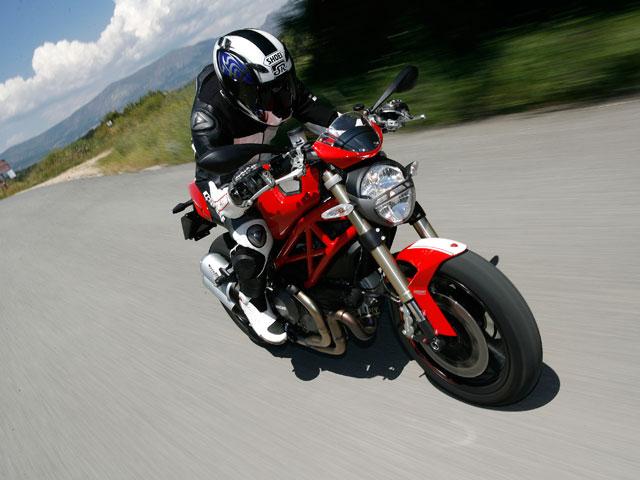El nuevo carnet de moto continúa generando polémica