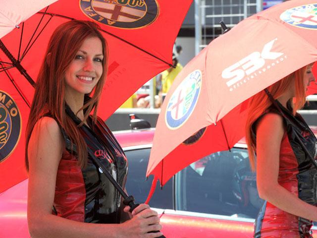 Galeria de fotos de las chicas del Mundial de Superbike en Motorland