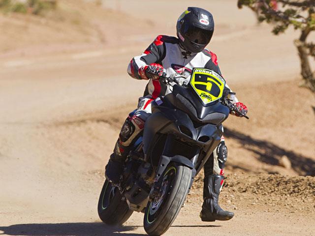 Carlin Dunne (Ducati) vence en Pikes Peak