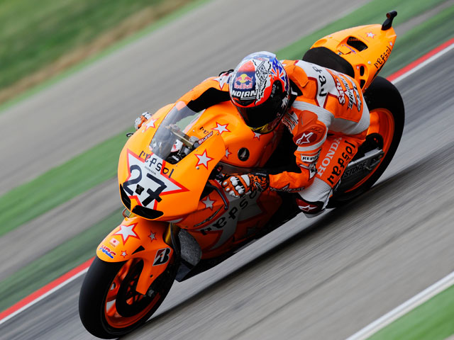 Stoner gana la carrera de MotoGP en MotorLand