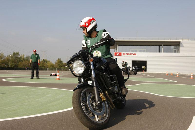 Carné de Moto A. Entra en vigor con el curso de formación