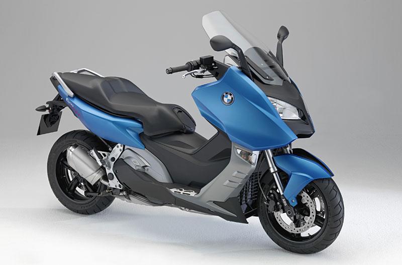 Megascooter 2012: Yamaha Tmax, Honda Integra, Aprilia SRV 850, BMW C 600 S