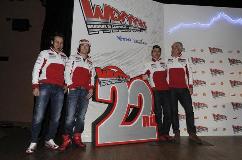 Valentino Rossi y Nicky Hayden en el Wrooom 2012