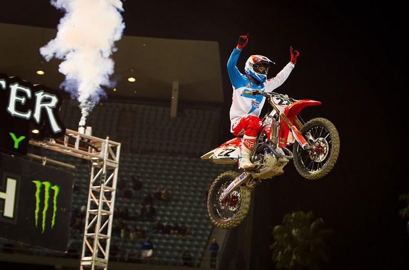 Chad Reed gana la tercera prueba del Mundial de Supercross