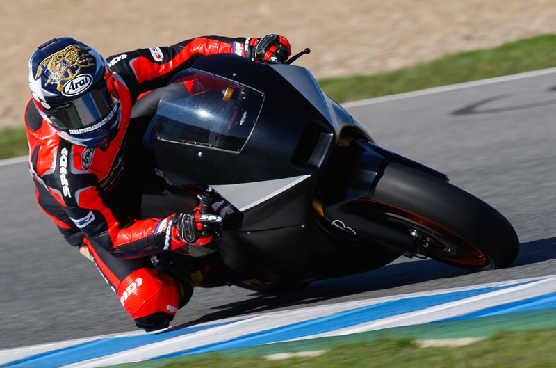 Colin Edwards: La moto tiene un gran potencial, pero la electrónica nos limita