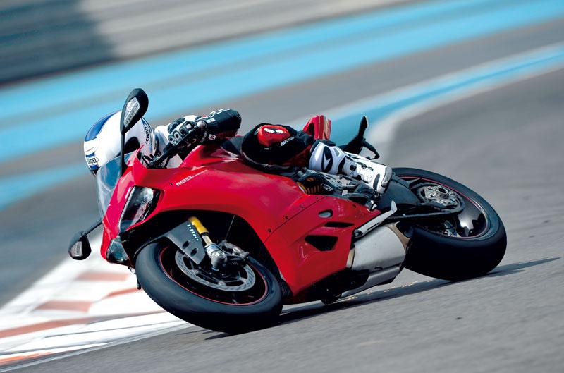 Ducati Panigale y entrevista con Carlos Checa