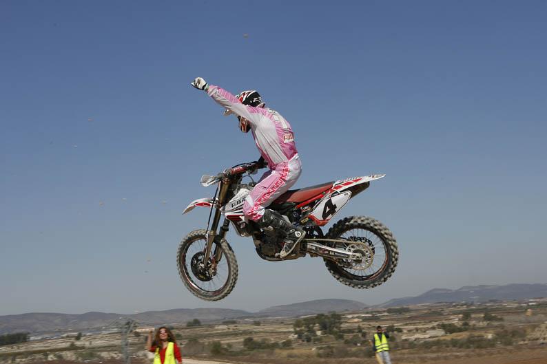 Álvaro Lozano gana la primera de MXÉlite en Albaida
