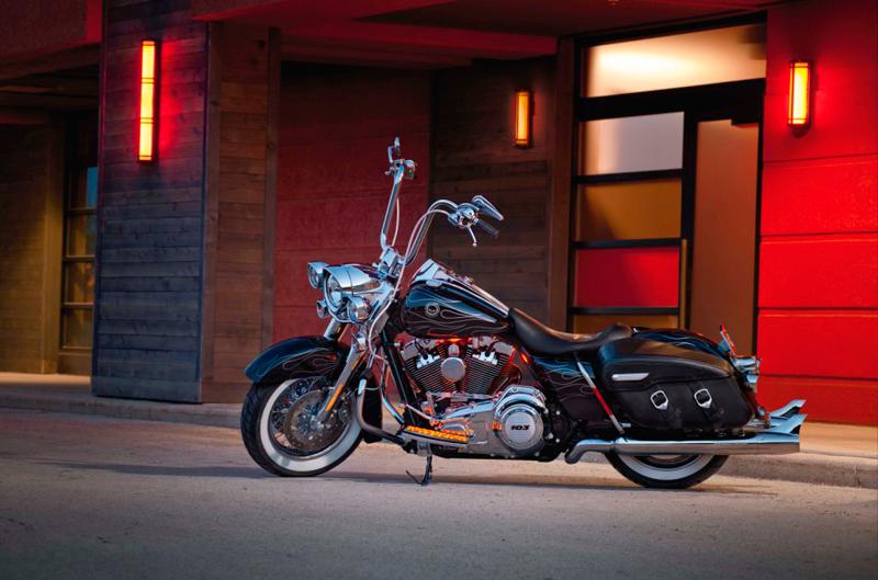 Customización de la Harley-Davidson FLHRC Road King Classic