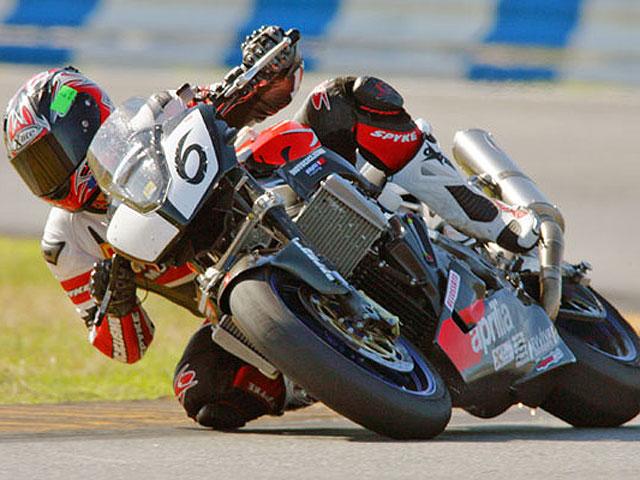 Aprilia se impone en Daytona