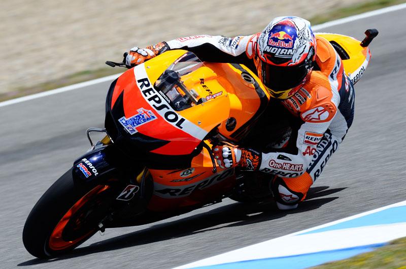 Stoner se impone a Lorenzo y Pedrosa en el GP de España de MotoGP