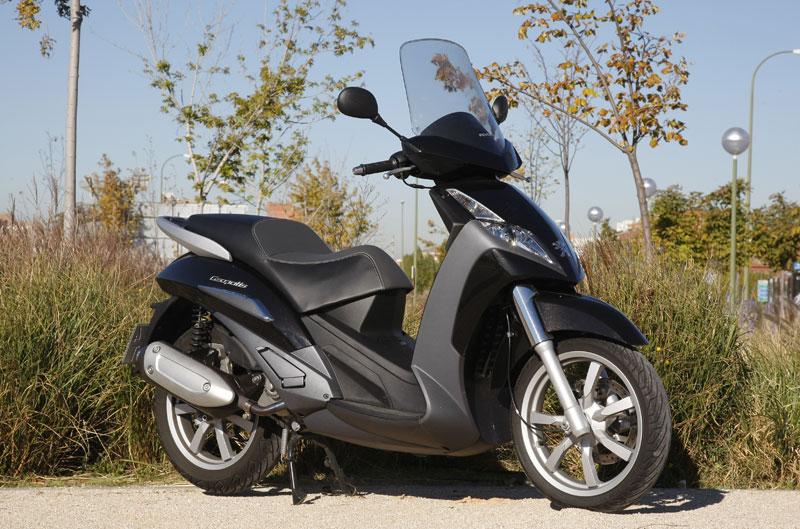 Peugeot lanza una oferta en la compra de scooters de rueda alta