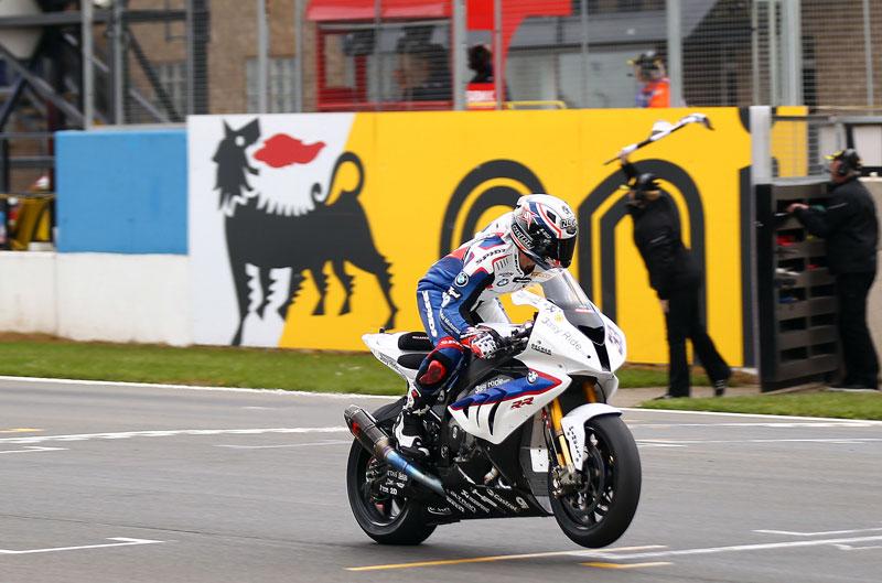 Melandri hace historia con BMW en Donington