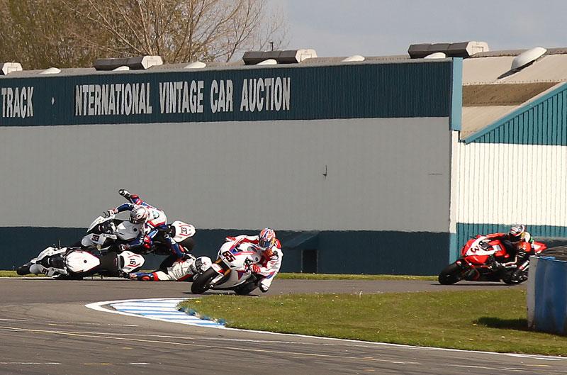 Rea gana la carrera del año en Donington