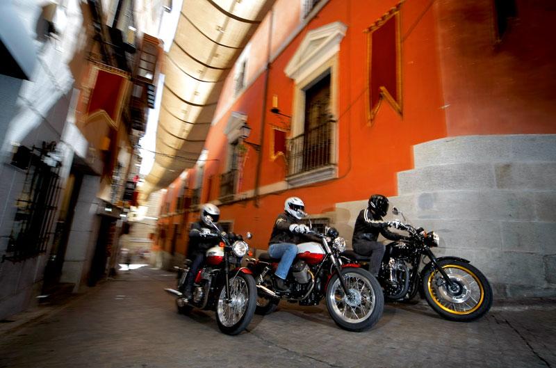 Comparativa: Kawasaki W800 SE, Moto Guzzi V7 Special y Triumph Bonneville T100