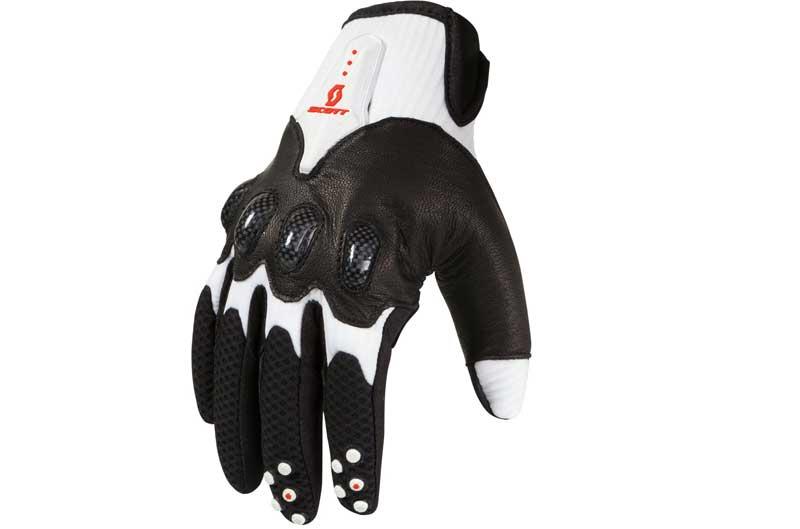 Scott presenta sus guantes Assault