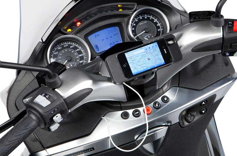 Piaggio Multimedia Platform conecta su X10 con iPhone