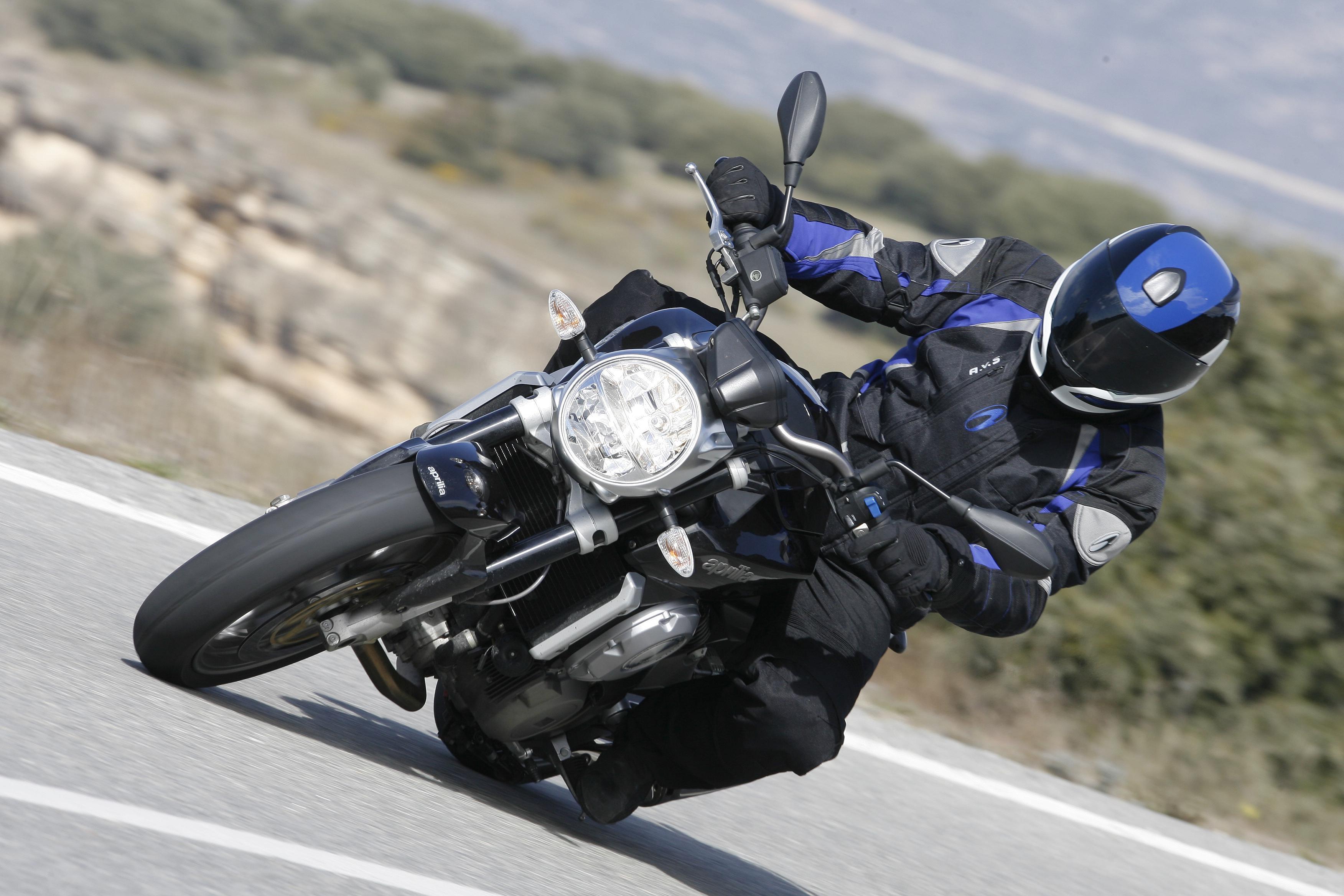 Qué moto comprar: Naked medias 2012