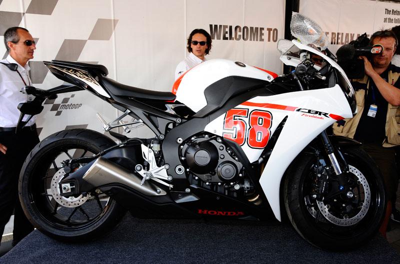 Ezpeleta se queda con la moto de Simoncelli