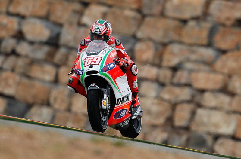 La lluvia y el aceite deslucen los FP1 del Gran Premio de Aragón