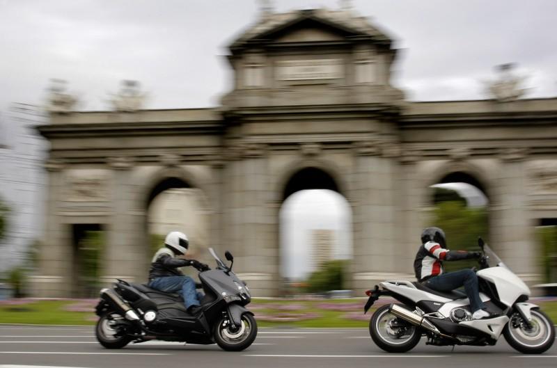 Comparativa maxiscooter: Honda Integra contra Yamaha T-Max