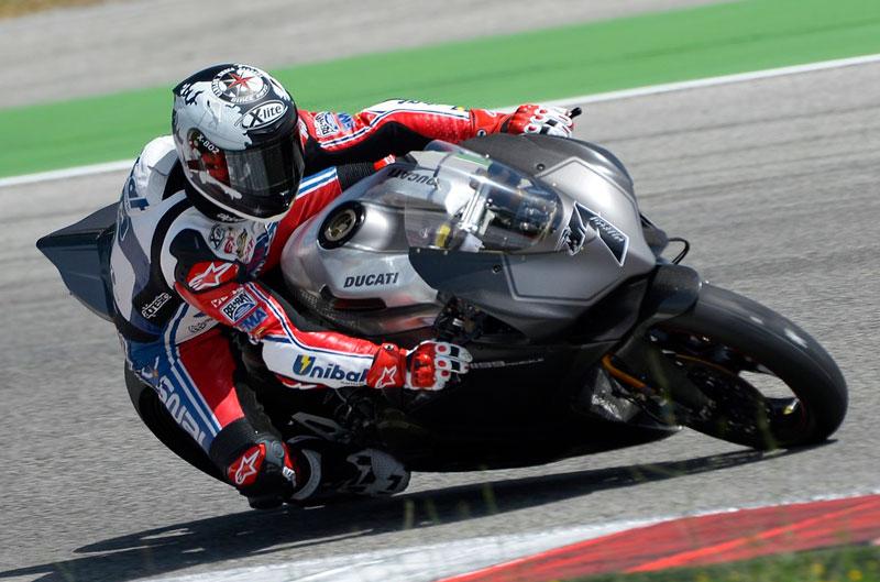 Checa ya rueda con la Ducati 1199 Panigale en MotorLand