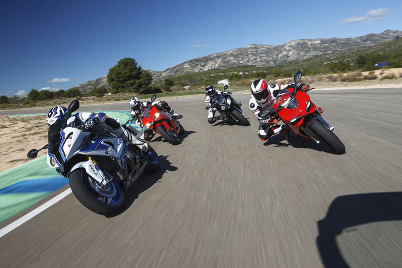 Comparativa BMW S1000RR, HP4, Ducati Panigale y Panigale S