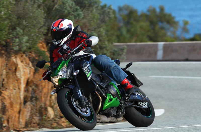 Kawasaki Z800 y entrenamientos MotoGP y SBK