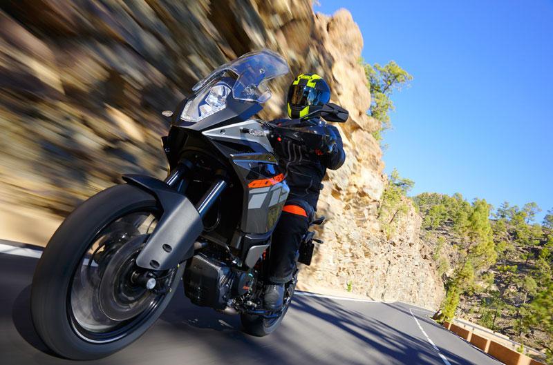 Entrevista a Rossi y presentación KTM 1190 Adventure