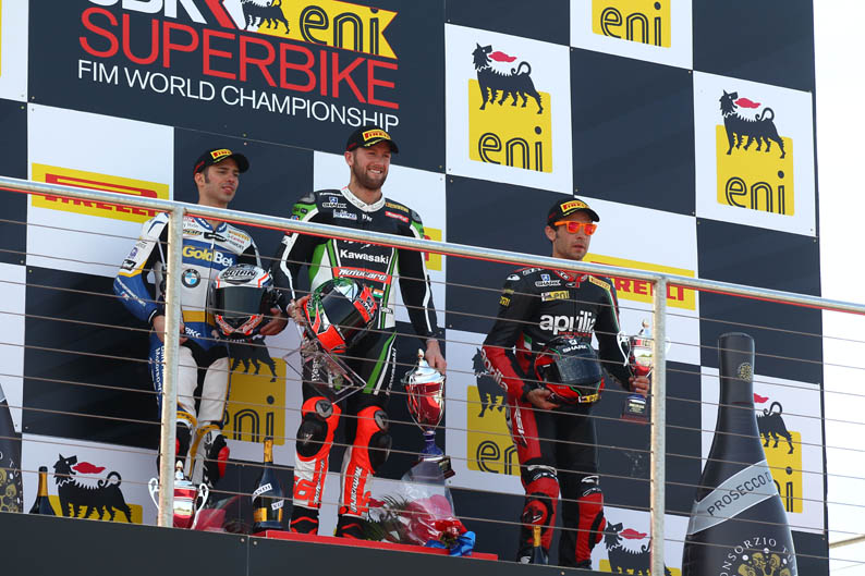 Doble victoria de Tom Sykes en Donington