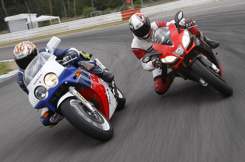 Comparativa: Honda VFR750R RC30 1988 y Aprilia RSV4 2012