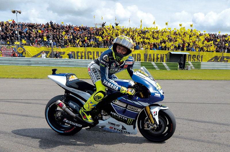 Doble póster de Valentino Rossi y entrenamientos de MotoGP en Argentina
