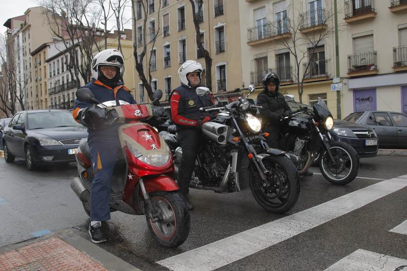 De mensajero con una BMW K1600 GTL, una Ducati Panigale y una Yamaha V-Max