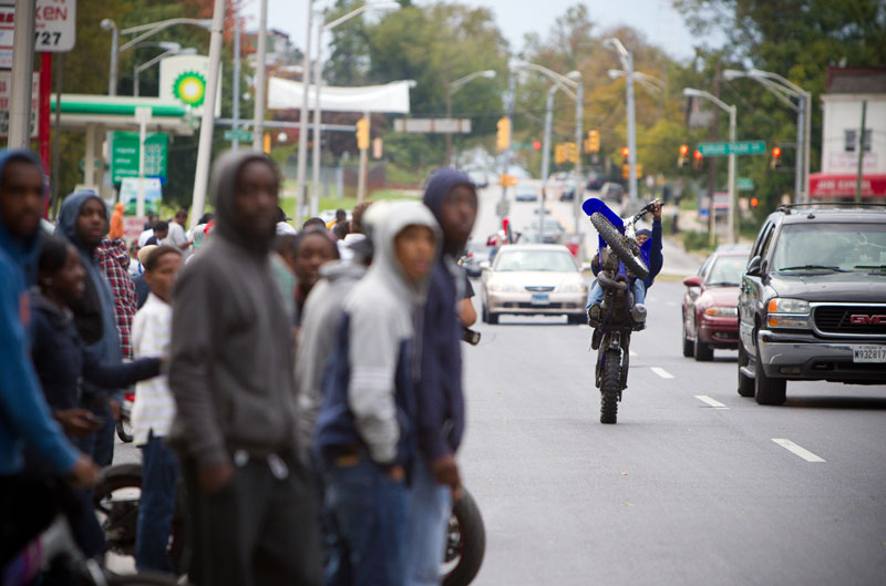 Pandilleros en moto de Baltimore
