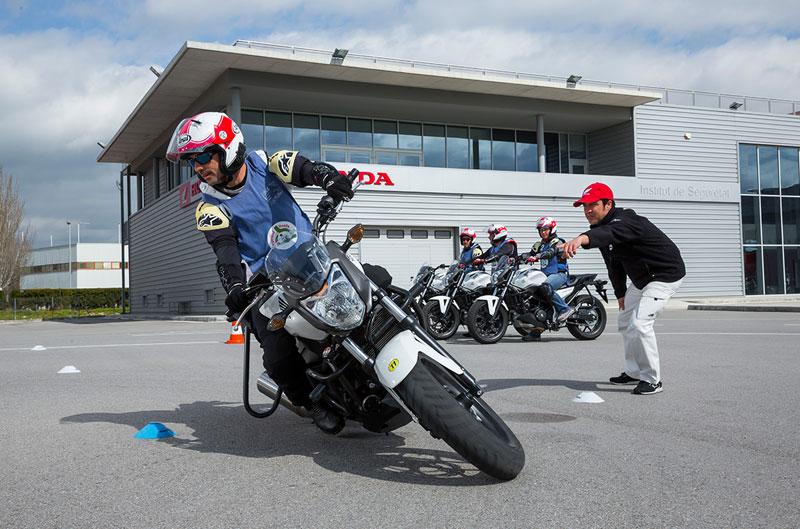 Honda amplía su colaboración con AXA para cursos de conducción