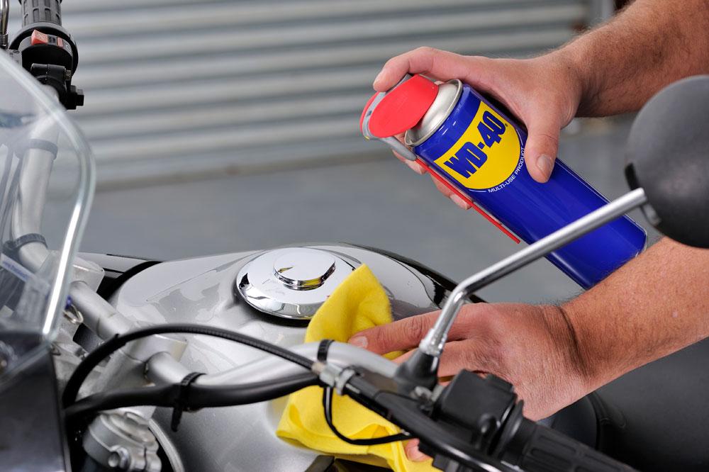 Trucos y productos para limpiar la moto