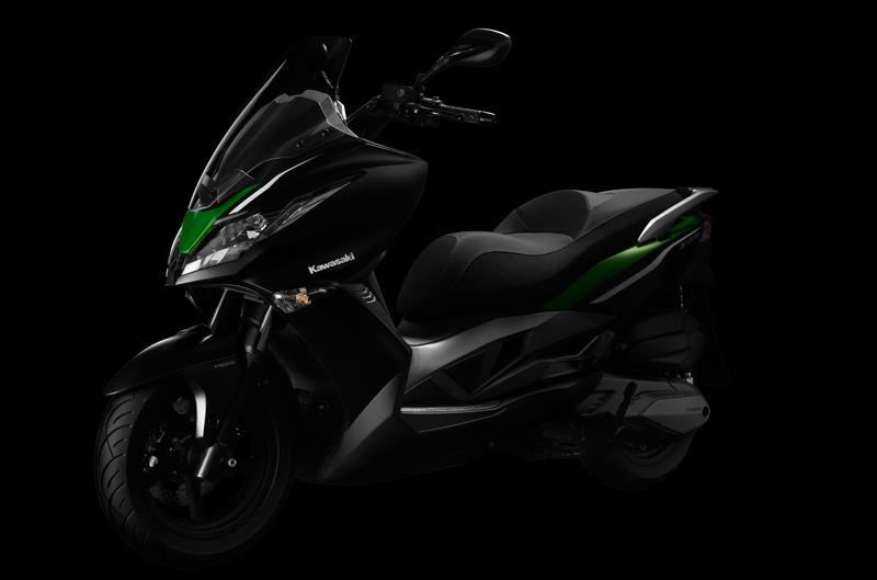 Kawasaki presenta su scooter, el J300