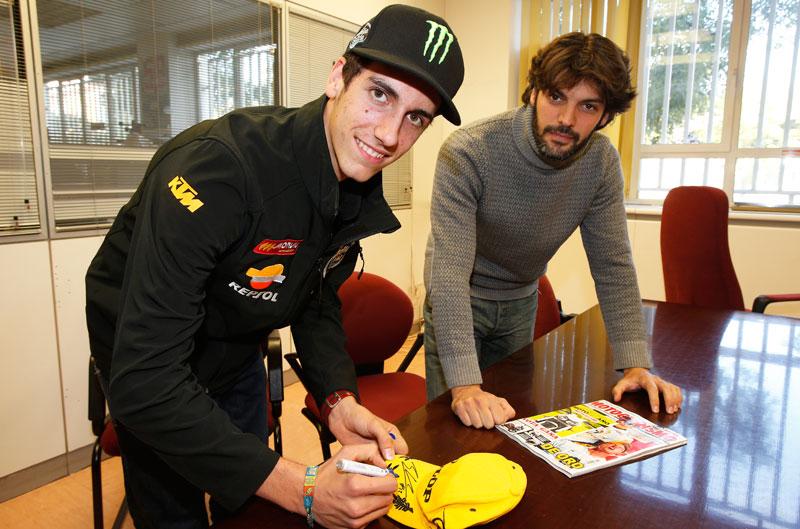 Consigue una gorra firmada por Álex Rins y Álex Márquez