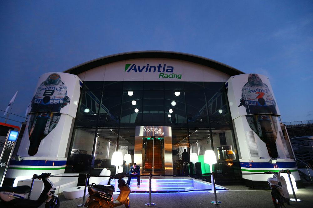 Montaje del hospitality del Avintia Racing en Madrid Motor Days